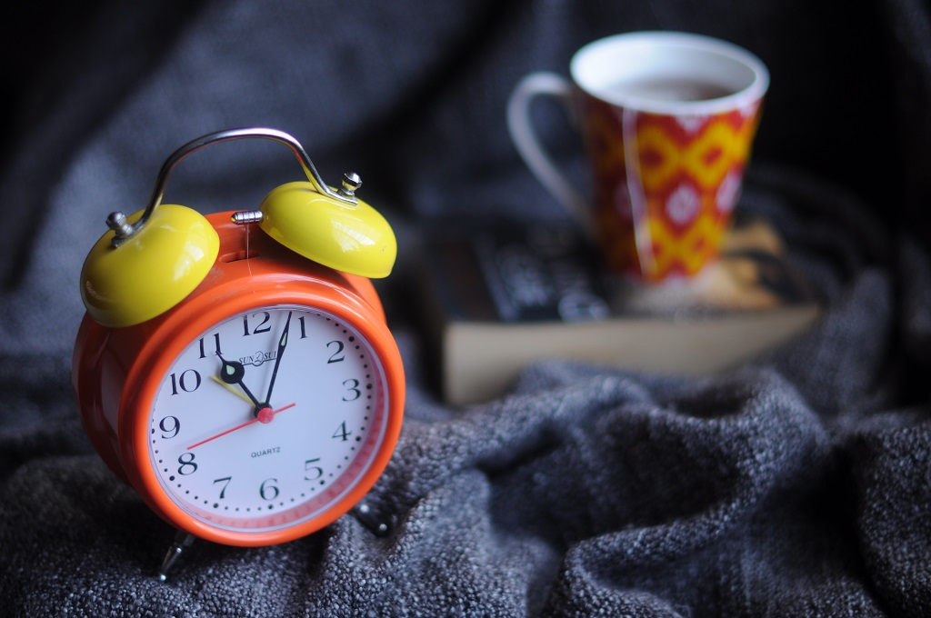 Alarm clock for deep sleepers